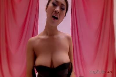 Sharon Lee vous aide à vous masturber! 3