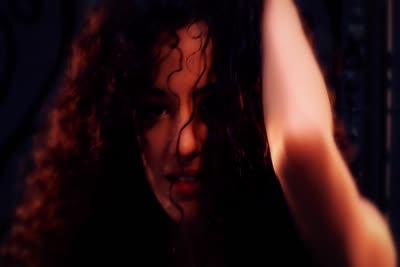 Loona Boheme : Beauté arabe nue et offerte en studio 3