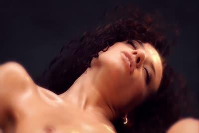 Loona Boheme : Une beauté orientale nue et offerte en vidéo 4
