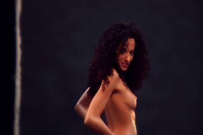 Loona Boheme : Une beauté orientale nue et offerte en vidéo 1