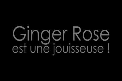Ginger Rose : La belle rousse Ginger Rose dans sa premi�re vid�o de masturbation