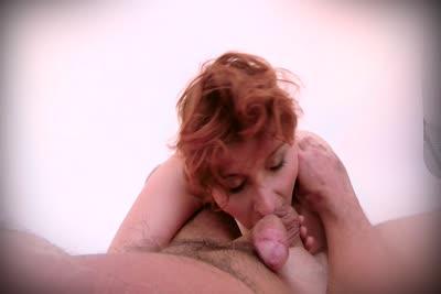 Ginger Rose : La merveilleuse Ginger Rose dans sa première vidéo de fellation 1