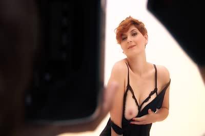 Ginger Rose : Une belle débutante rousse dans sa première vidéo de strip-tease 3
