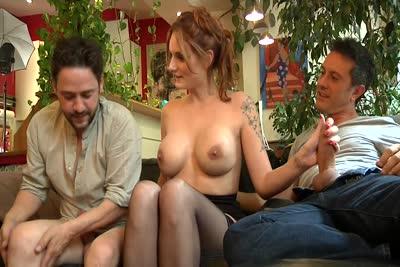 Marie Clarence, Titof et Rico Simmons en trio de sexe sur le canapé 1/2 1
