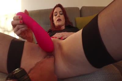 Lolita : La vidéo de la première masturbation avec un sextoy de la jeune Lolita 2