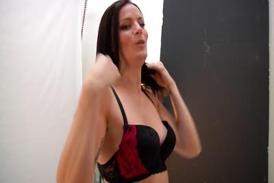 Laure Vallentin : La vidéo de notre rencontre avec la belle Laure Vallentin qui veut faire du X 4