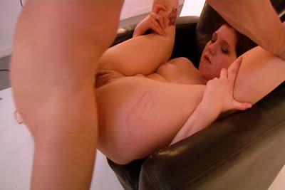 Perle Carter : Seconde partie de la vidéo de Perle Carter soumise et baisée en studio 4