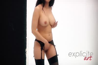 Sophia Laure : La vidéo en coulisses du photoshoot glamour et nu de Sophia Laure 5
