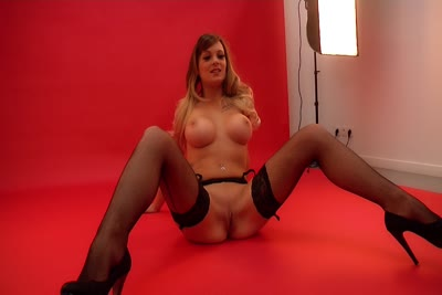 Tiffany Leiddi : Video en coulisses du shoot glamour et nu de la debutante Tiffany Leiddi 2