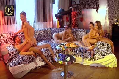 Lucy Heart, Luna Rival et Tiffany Leiddi : La vidéo d'une partouze à six, anal, doubles, dv, fist et squirt. Part 2