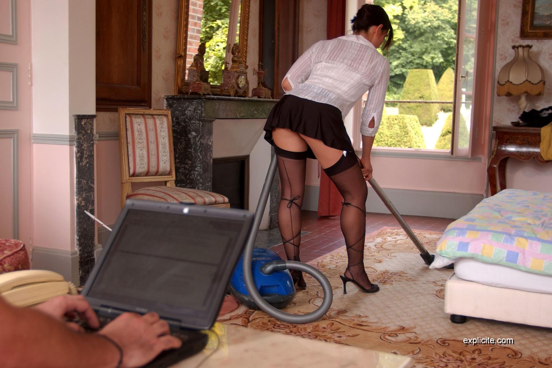 порно служанка моет пол денисом, она решила