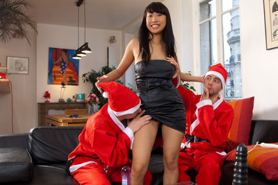 Busty asian babe in a Christmas threesome sexe photoshoot. 1/2