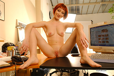 First casting video for redhead debutante Mahylis, strip-tease and blowjob