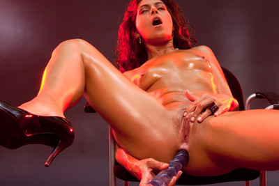 Pics of a French debutante penetrating her two holes with dildos