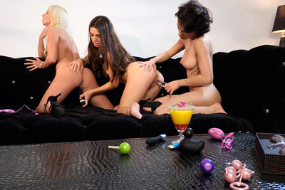 Three French babes testing sextoys in video! Squirting.