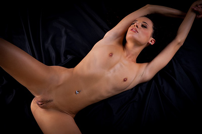 Arabic beauty naked and spreading in video