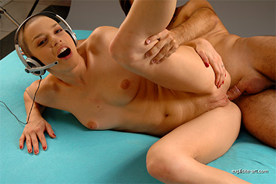 French porn star Eliska Cross with shaved head in an anal sex video