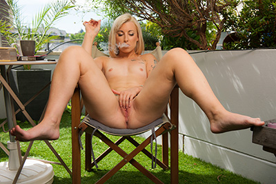 Glamour and nude photos of Kim equinoxx outdoor